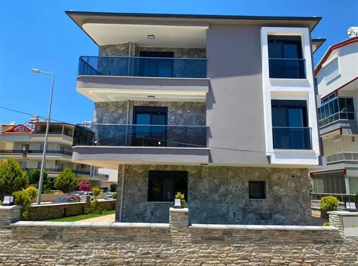 Didimde Denize Yakın Bahçeli Satılık Villa