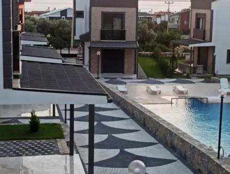 Didim Akbükte Bahçeli Havuzlu Satılık Müstakil Villa